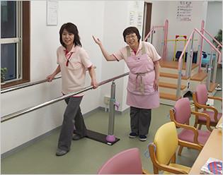 3.5mの平行棒です。足元に専用マットを敷いて色々な歩行練習ができます。
